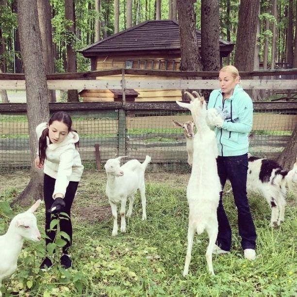Дочка Анастасии Волочковой спасла маму от нападения