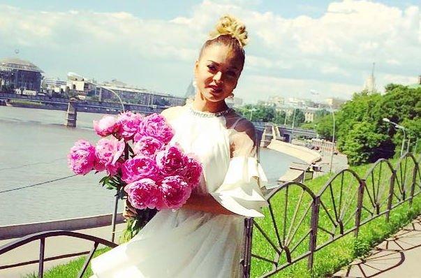 Оксана Казакова оформляет развод с супругом
