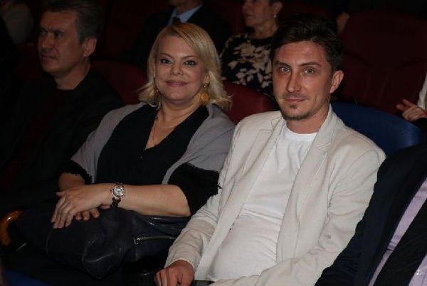Яна Поплавская не торопится со свадьбой с молодым возлюбленным