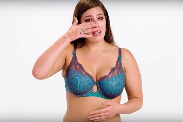 Эшли Грэм дала урок женщинам, как красиво сниматься в белье