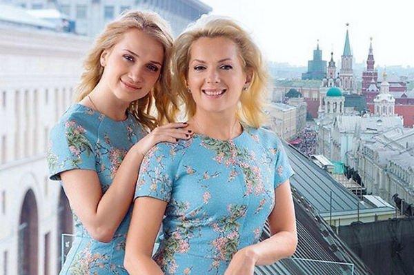 Мария Порошина с дочкой выглядят как сестры