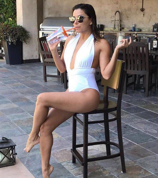 Ева Лонгория продемонстрировала фигуру в купальнике