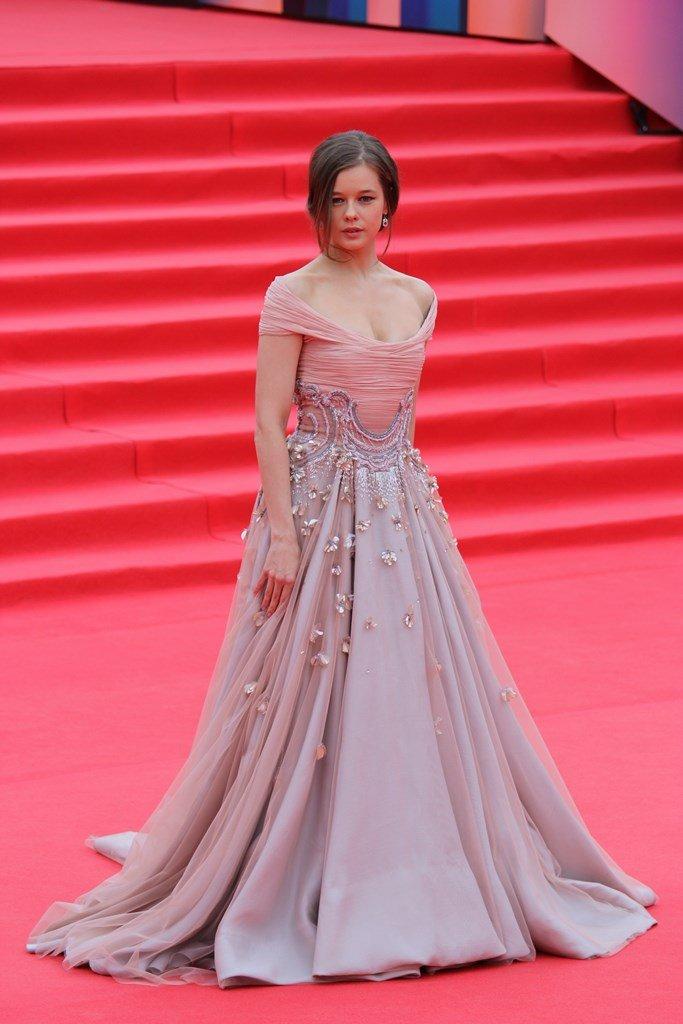 Катерина Шпица в самом роскошном платье на дорожке ММКФ-2017