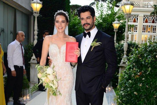 Известный турецкий артист Бурак Озчивит женился