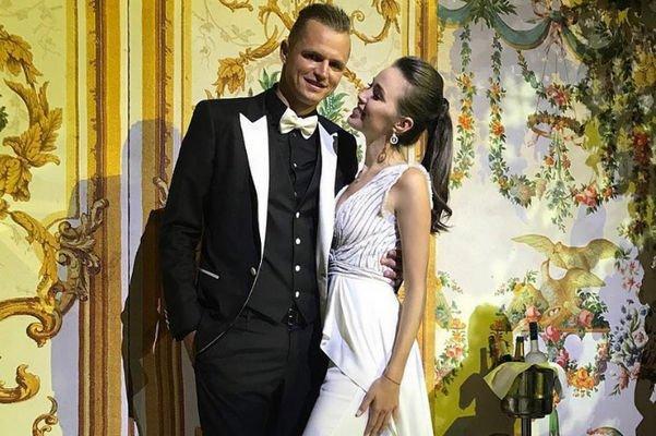 Фанаты гадают, сыграли ли свадьбу Дмитрий Тарасов и Анастасия Костенко