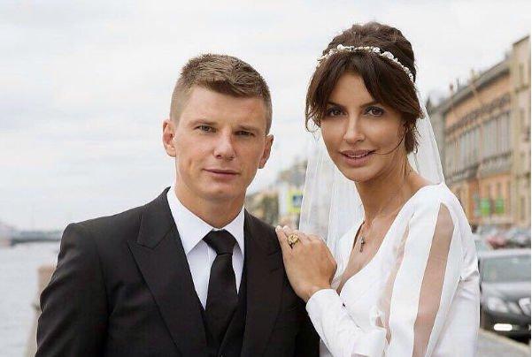 Супруга Аршавина: Юлия Барановская запрещает отцу общаться сдетьми