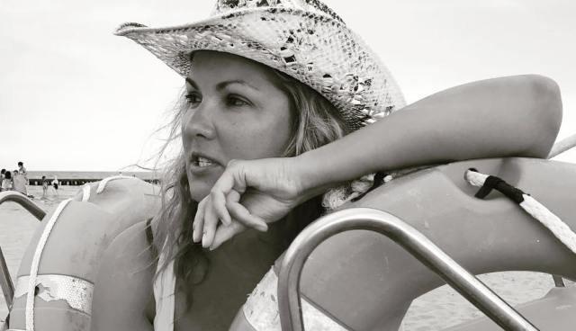 Анна Нетребко выложила в сеть пляжные фото