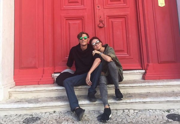 Ляйсан Утяшеву и Павла Волю развернули на входе на музыкальный фестиваль в Лиссабоне