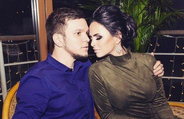 Антон Гусев пригласил на свой день рождения Викторию Романец