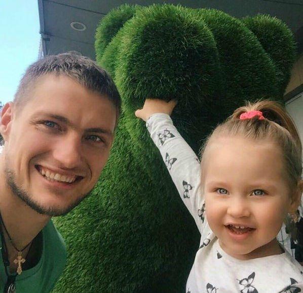 Элина Камирен сообщила о том, что дочка не сразу признала отца