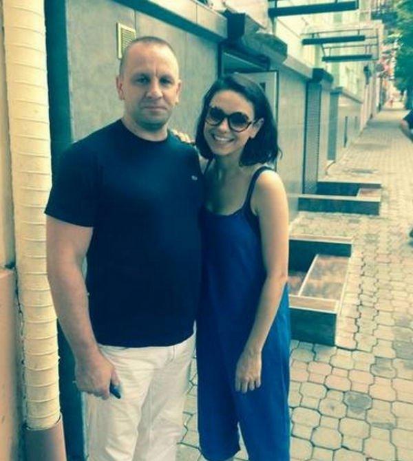 Мила Кунис и Эштон Катчер прогулялись по Черновцам, удивив местных жителей