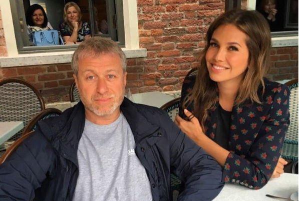 Выдвигаются предположения о причинах развода Романа Абрамовича и Дарьи Жуковой