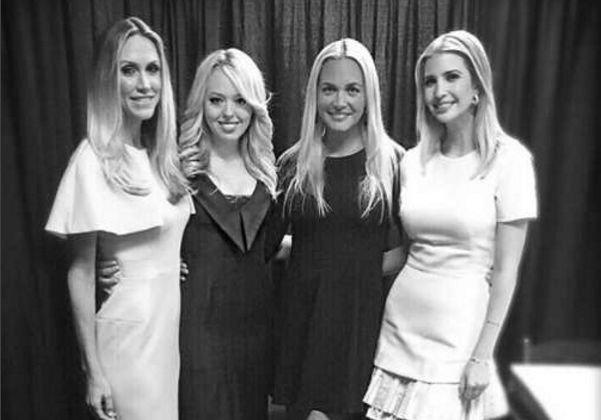 Иванка Трамп разместила редкое фото с сестрами