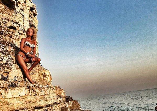 Александра Харитонова обнажилась на пляже, вызвав шквал критики