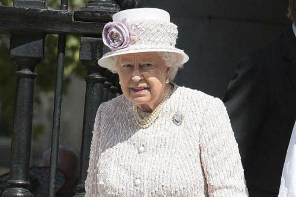 СМИ докладывают опланах ЕлизаветыII отречься отпрестола