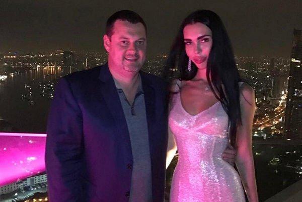 Русский олигарх спустил миллионы насвадьбу смолодой моделью