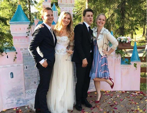 Внучка Алиса Фрейндлих рассказала, почему сделала свою свадьбу такой необычной