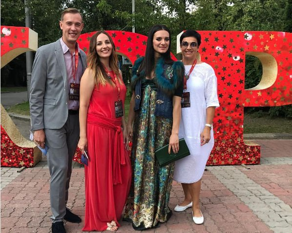 Елена Исинбаева теперь уже не прячет свой округлившийся живот