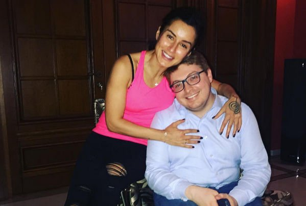 Тина Канделаки потратила миллион рублей на подарок супругу