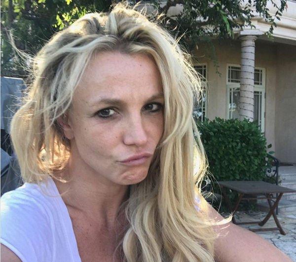 Бритни Спирс получила шквал критики за фото без макияжа