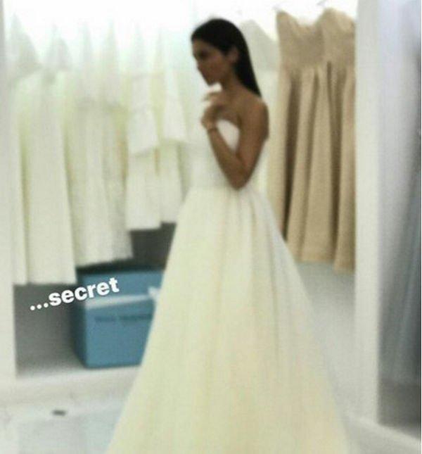 Сати Казанова поделилась фотографией в свадебном платье