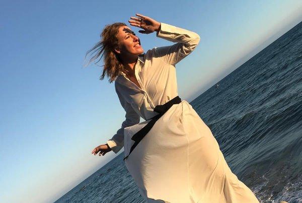 Ксения Собчак собрала восторженные комплименты за фото в романтическом образе