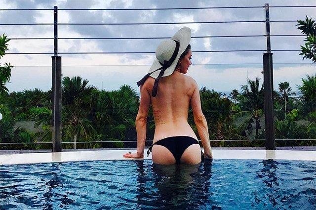 Эмбер Херд выложила в сеть откровенное фото с отдыха на Бали