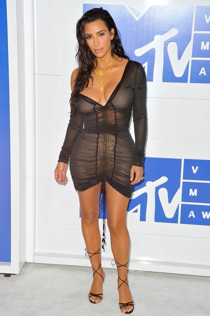 Модель plus-size Эшли Грэм призналась в любви к Ким Кардашьян