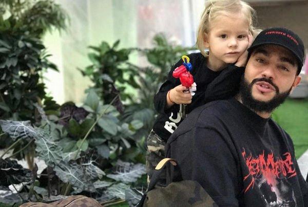 Тимати увез дочку в Турцию на выходные