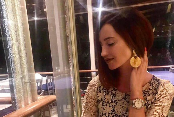 Разъяренный фанат напал наБузову вовремя концерта вДубае