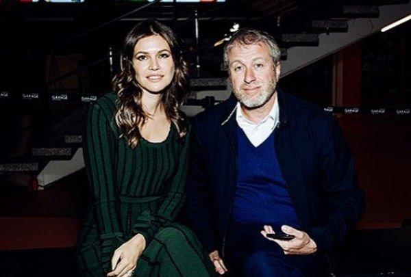 Роман Абрамович и Дарья Жукова вместе открыли новую выставку