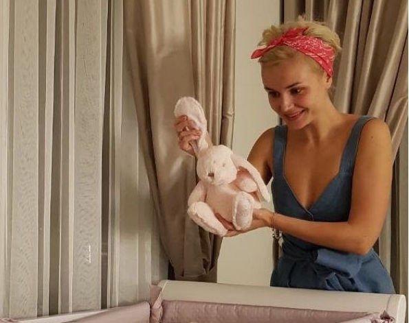 Полина Гагарина поведала, почему до сих пор не разместила ни одной фотографии дочери