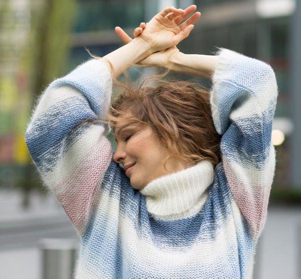 Недавно родившая Елена Подкаминская восхитила фотографией в полотенце