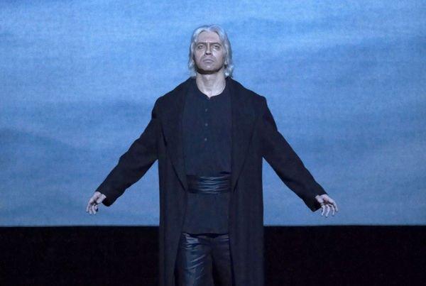 Коллеги Дмитрия Хворостовского поспешили сообщить, что певец жив