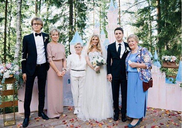 Внучка Алисы Фрейндлих опубликовала редкую семейную фотографию