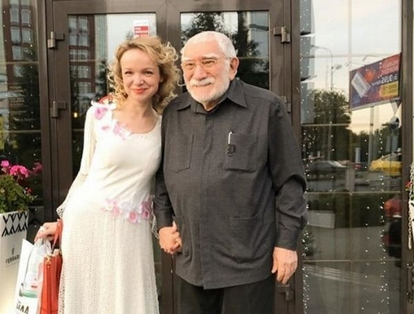 Армен Джигарханян готовит документы на развод