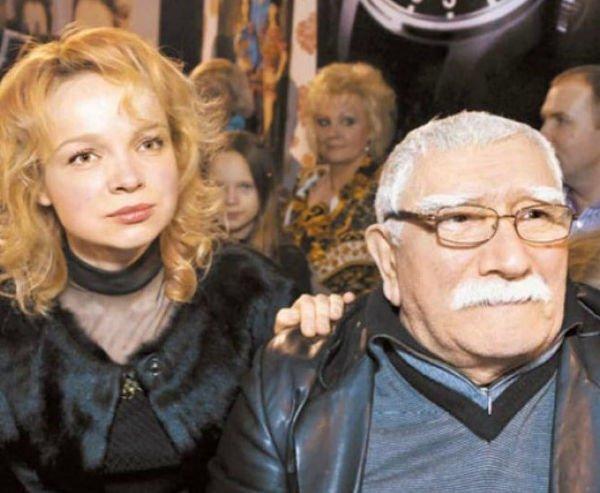 Эвелина Бледанс считает возмутительными слова Армена Джигарханяна о жене