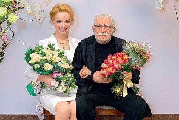 Друг Армена Джигарханяна поведал о том, какие были отношения у артиста с супругой