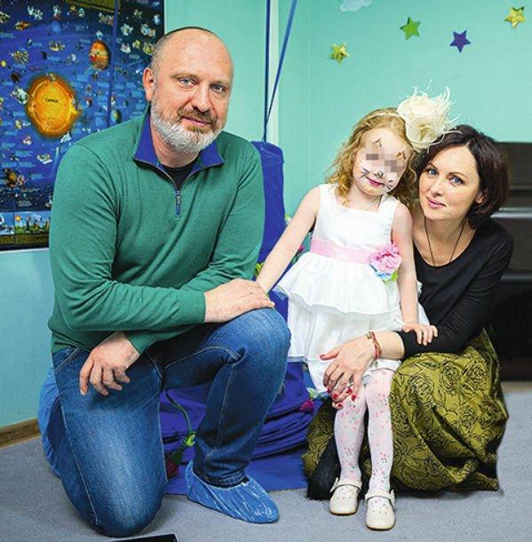 Елена Ксенофонтова пытается отвоевать свою дочку у бывшего супруга