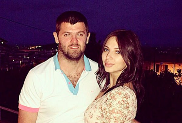 Александр Радулов оказывает знаки внимания Дарье Дмитриевой
