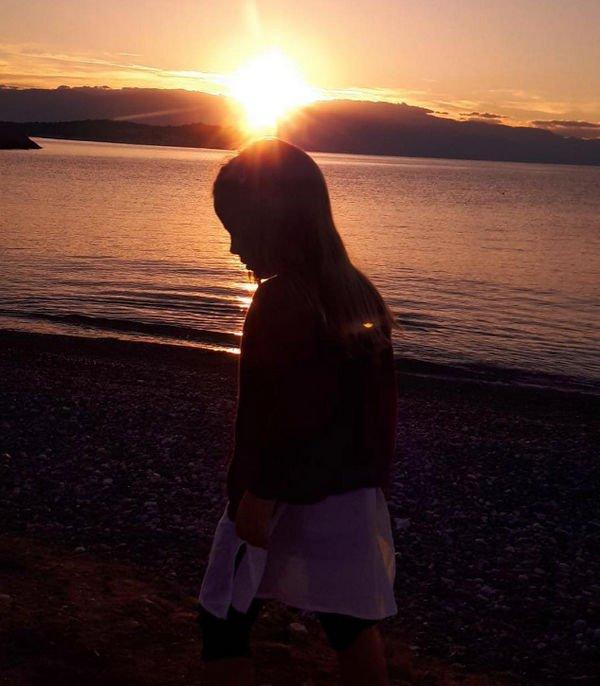 Карла Бруни поделилась снимком подросшей дочери