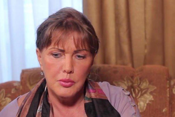 Елена Проклова продолжает жить с бывшим супругом в одной квартире