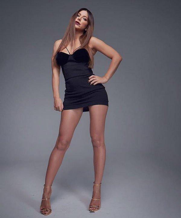 Ани Лорак примерила супер короткое платье, показав свои длинные ноги