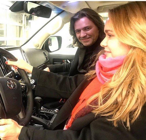 Стефания Маликова получит на совершеннолетие роскошный автомобиль