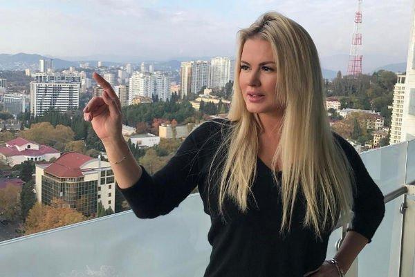 Анна Семенович собралась рожать через год