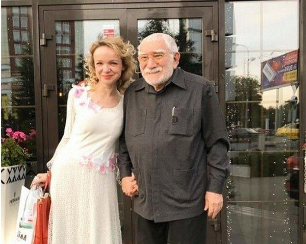 Супруга Армена Джигарханяна не готова его простить, но будет помогать