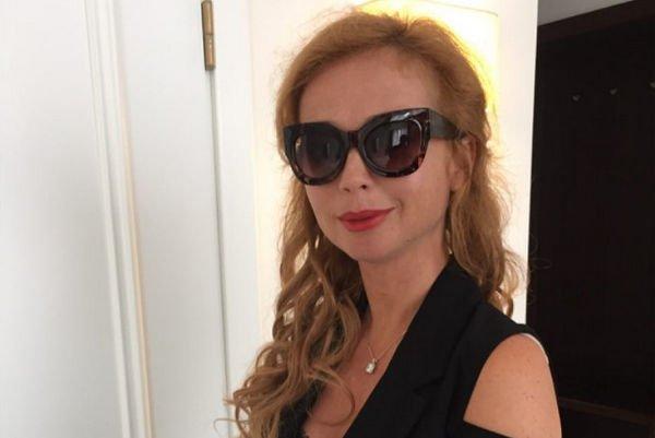 Елена Захарова больше не может скрывать свое интересное положение