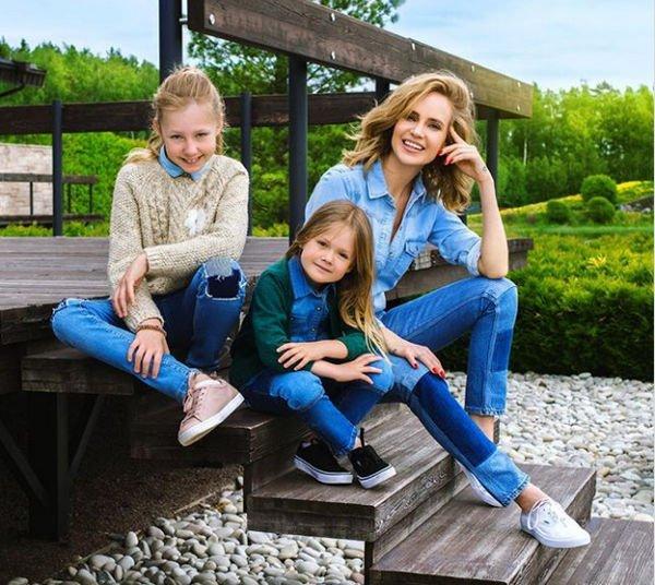 Наталья Ионова растрогала фотографией с подросшими дочками
