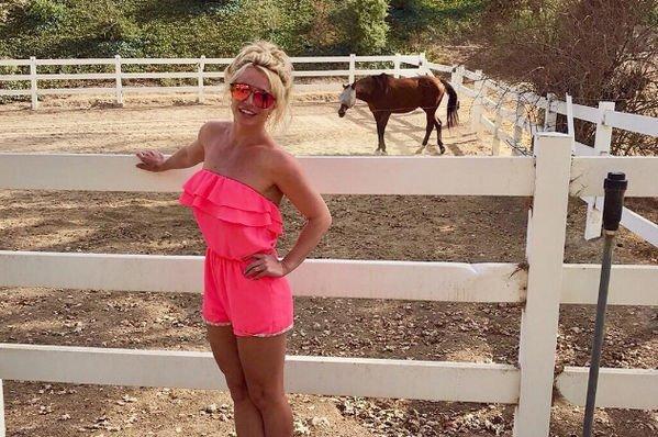 Бритни Спирс раскритиковали за чересчур яркий макияж