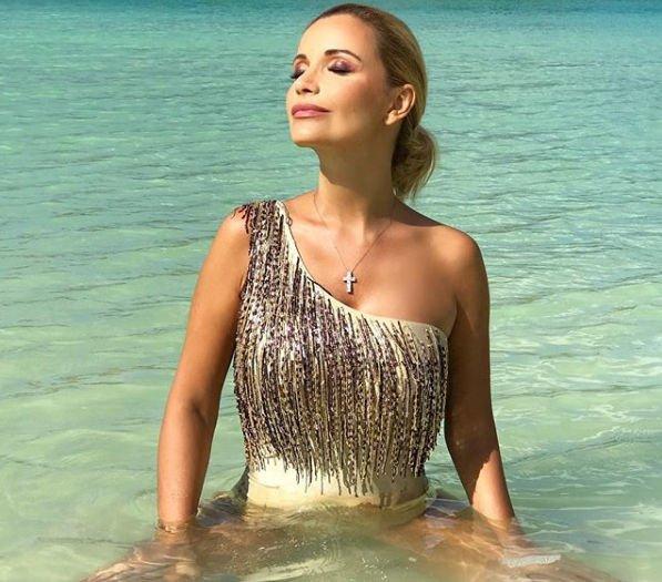 Ольга Орлова примерила роскошный серебристый купальник